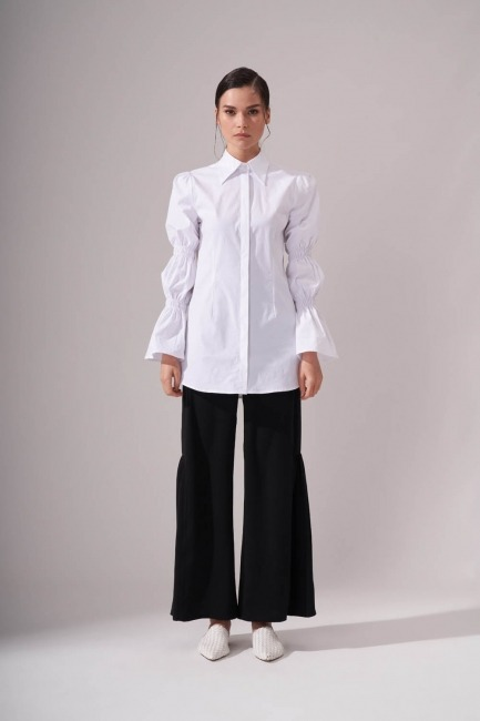 Mizalle - Kolları Büzgülü Beyaz Gömlek