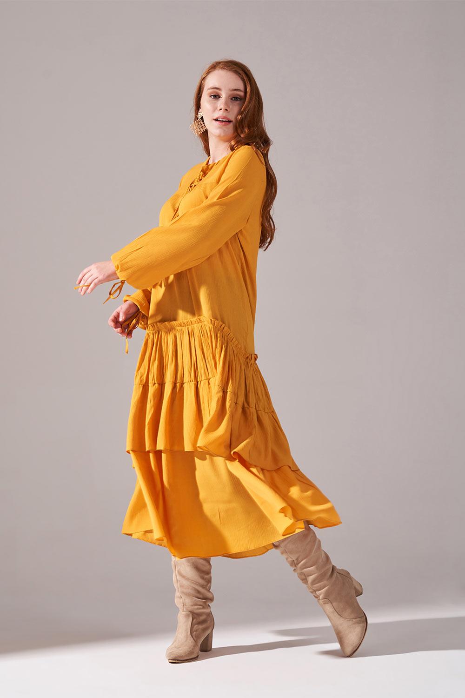 Kolları Büzgülü Kat Detaylı Hardal Elbise