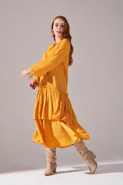 Mizalle - Kolları Büzgülü Kat Detaylı Elbise (Hardal)