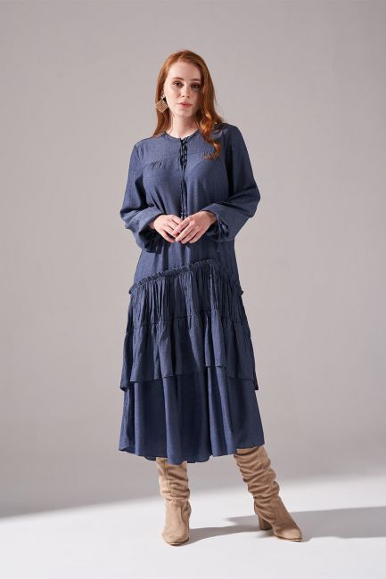 Mizalle - Kolları Büzgülü Kat Detaylı Elbise (Indigo)