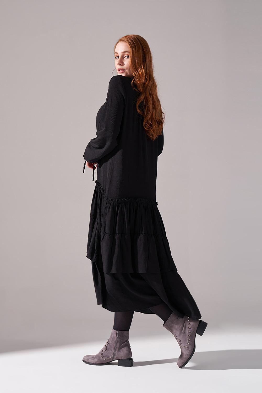 Kolları Büzgülü Kat Detaylı Siyah Elbise