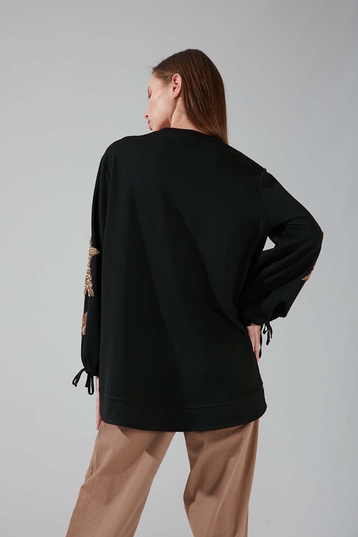 Kolları İşlemeli Siyah Sweatshirt