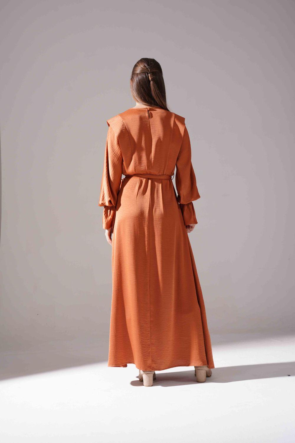 Kolları Volanlı Parlak Elbise (Tarçın)