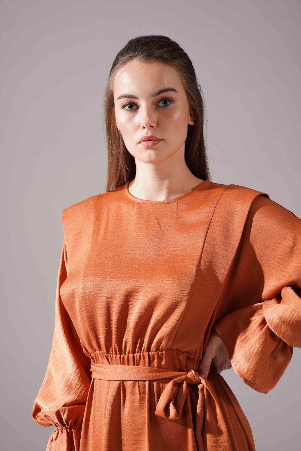 Kolları Volanlı Parlak Elbise (Tarçın) - Thumbnail