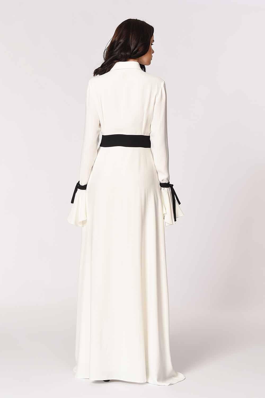 MIZALLE Kolları Volanlı Tasarım Maxi Elbise (Siyah/Beyaz) (1)