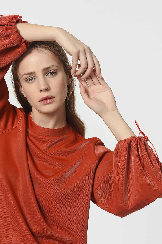 MIZALLE قميص ثقيل مع أكمام دانتيل مفصلة (أحمر كلاريت) (1)