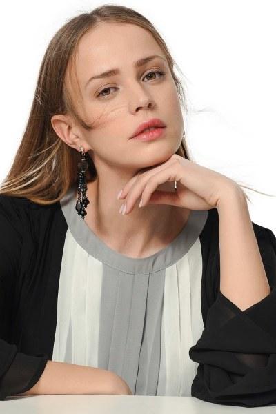 MIZALLE Contrast Swinging Earrings (Multi)