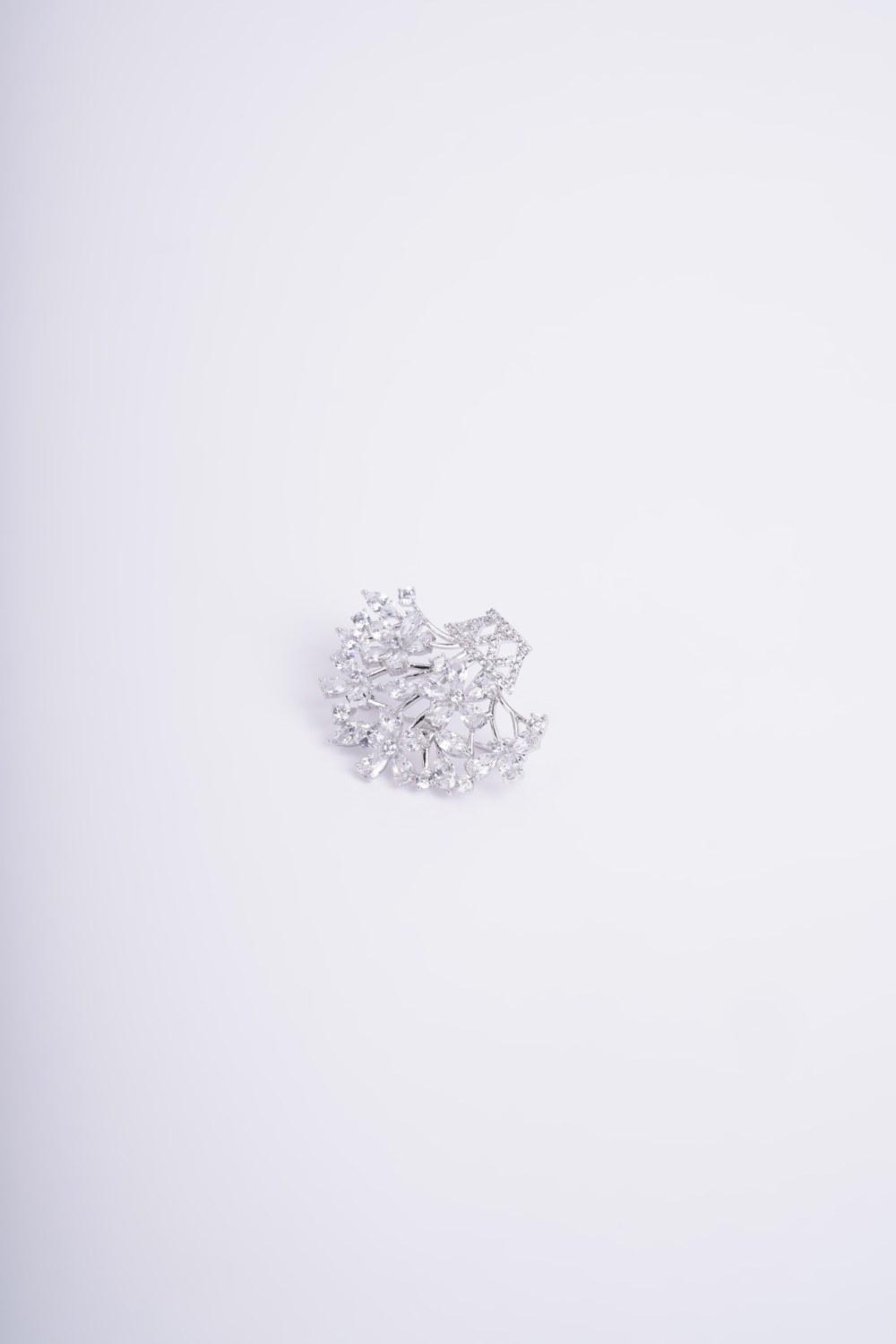 Küçük Çiçek Buketi Broş (Gri)