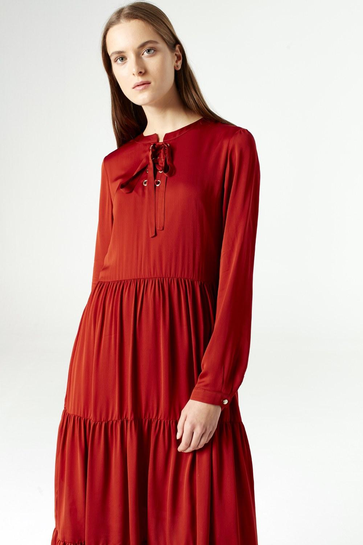 MIZALLE فستان بحلقات دائرية تحت الرقبة (قرميدي) (1)