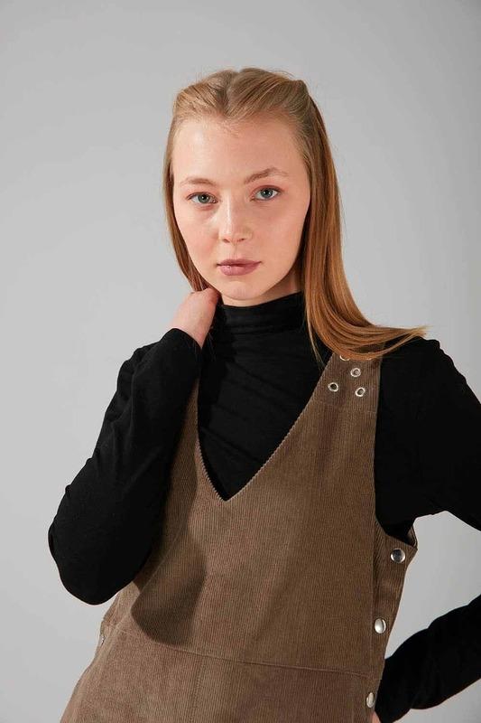 Kuş Gözü Detaylı Kadife Jile Elbise (Vizon)