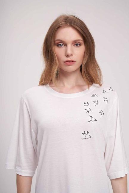Mizalle - Kuş Nakış T-Shirt (Beyaz)