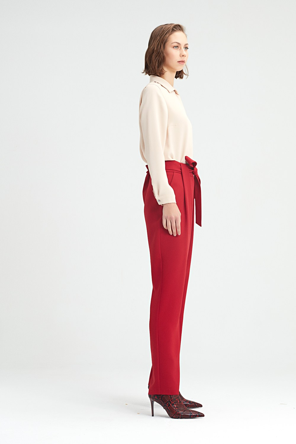 MIZALLE Belt Detailed Trousers (Claret Red) (1)