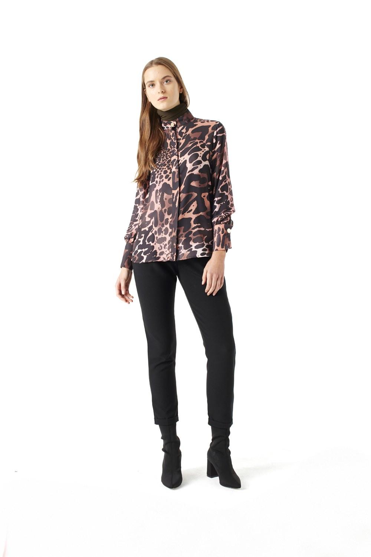 MIZALLE قميص بنقشة جلد النمر(بودرة) (1)