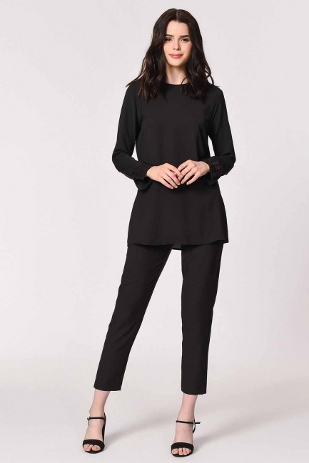 MIZALLE - Manşetleri Pul İşlemeli Bluz (Siyah) (1)