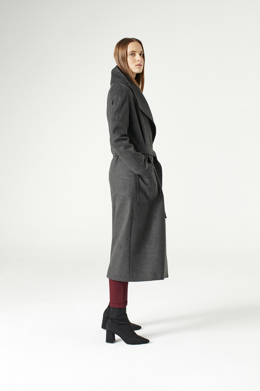 MIZALLE معطف بياقة واسعة (لون أسود فحمي) (1)
