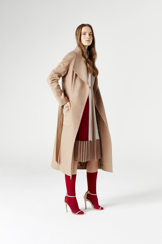 MIZALLE معطف بياقة واسعة (لون جملي) (1)