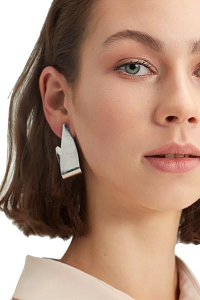 MIZALLE - Metal Curved Earrings (Silver) (1)