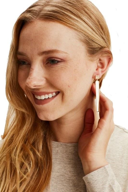 Metal Pendant Earrings (Gold)