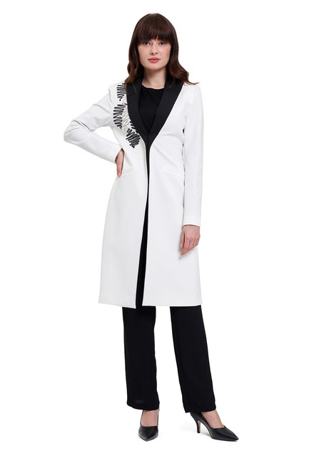 Mizalle - Nakış Detaylı Tasarım Ceket (Beyaz)