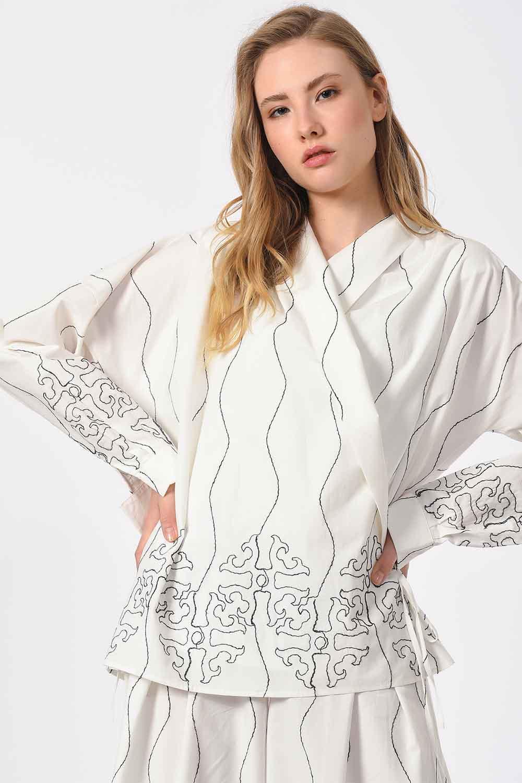 MIZALLE Nakış İşlemeli Tasarım Bluz (Beyaz) (1)