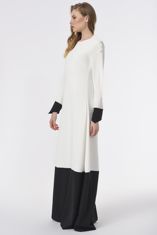 Omuzu Büzgülü Tasarım Siyah-Beyaz Uzun Elbise