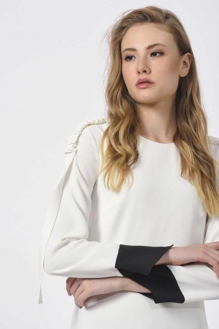 مصمم فستان ماكسي مع الكتف مطوي (أسود / أبيض) - Thumbnail