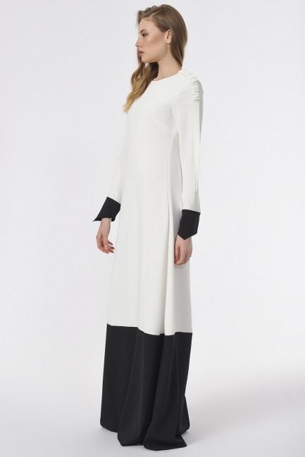 MIZALLE - Omuzu Büzgülü Tasarım Maxi Elbise (Siyah/Beyaz) (1)
