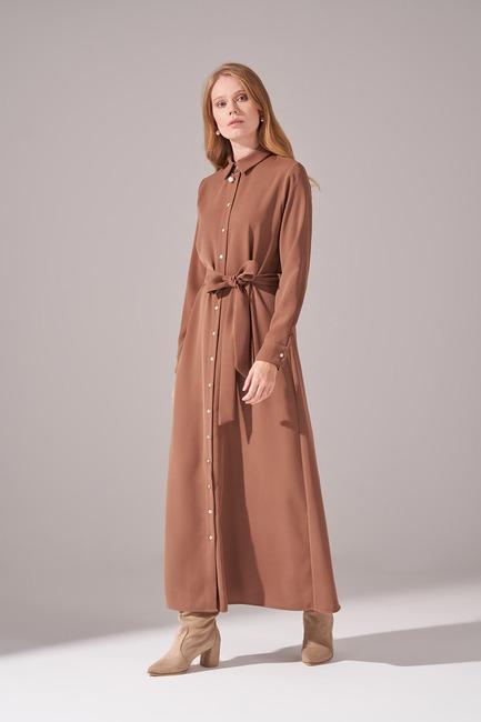 Mizalle - Önden Tam Düğmeli Krep Elbise (Kahverengi)