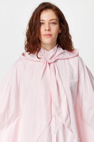 معطف واق من المطر في تصميم المعطف (وردي فاتح) - Thumbnail