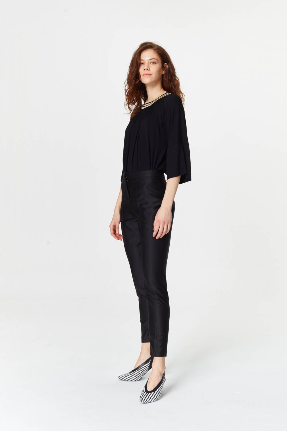 MIZALLE Pants With Glossy Texture (Black) (1)