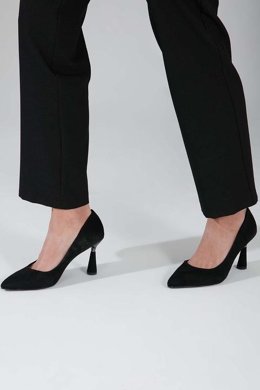 Parlak Topuklu Süet Ayakkabı (Siyah)