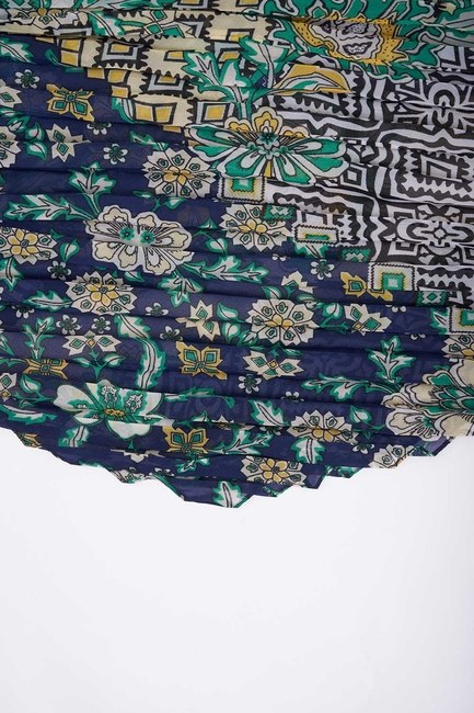 MIZALLE - Patch Desenli Kare Fular (Lacivert) (1)