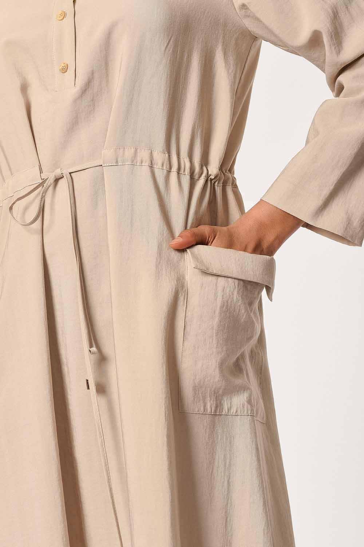 MIZALLE Patı Garnili Torba Cepli Uzun Elbise (Bej) (1)