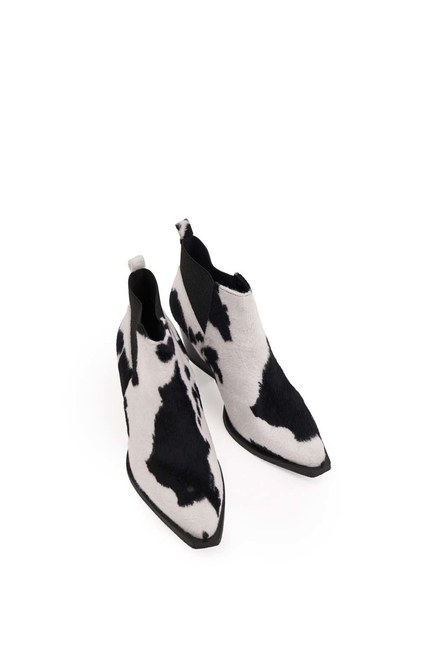 MIZALLE - Patterned Furry Boots (Black/White) (1)
