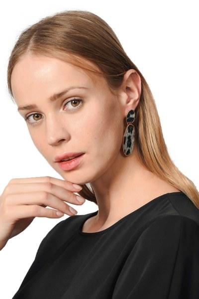 MIZALLE Patterned Oval Earrings (Grey)