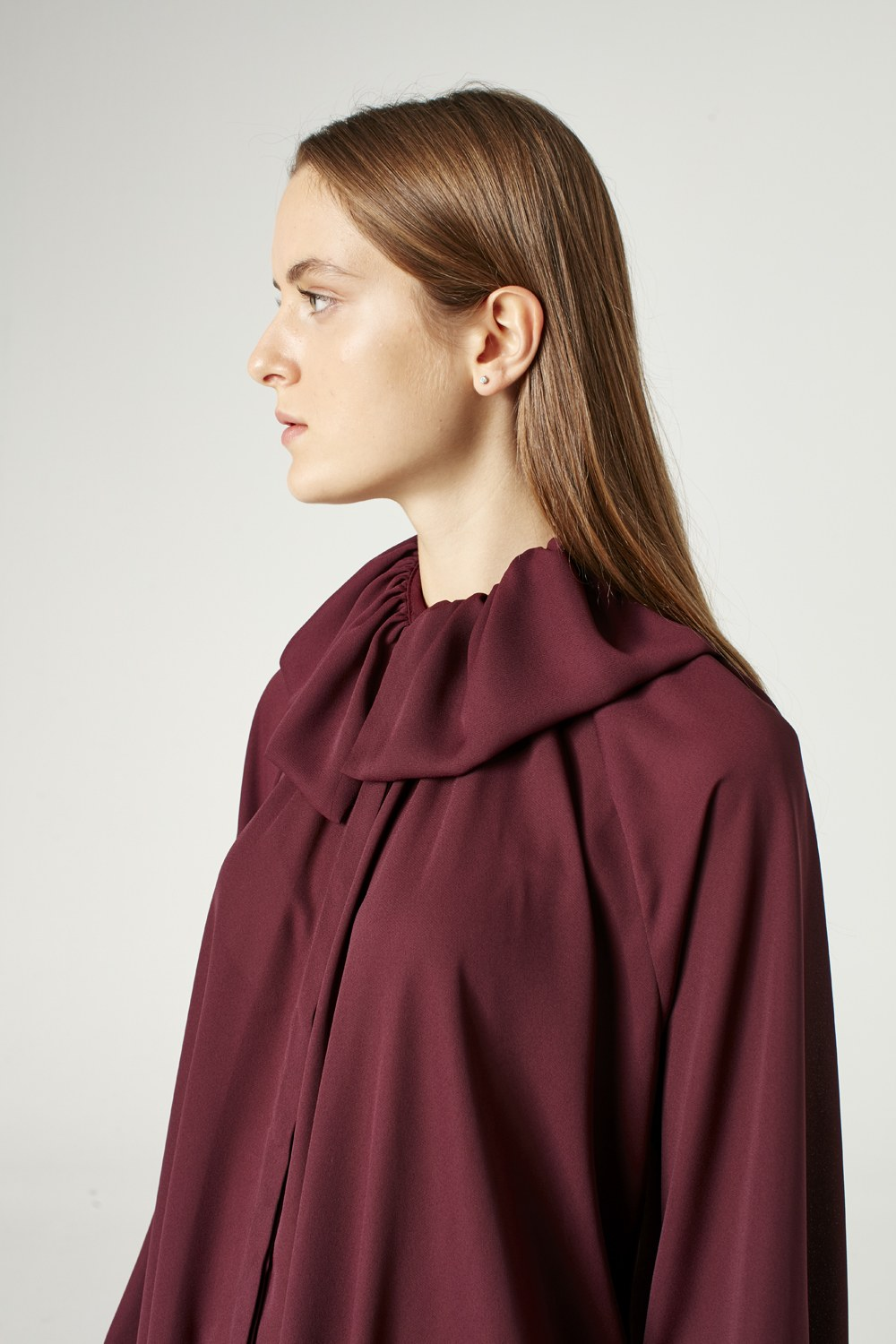 MIZALLE Cloak Collar Dress (Claret Red) (1)