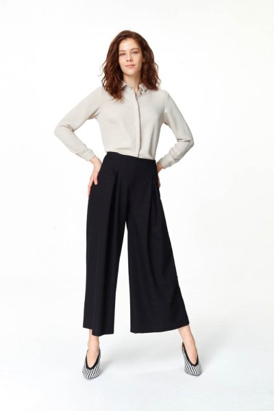 MIZALLE Pile Detaylı Geniş Paça Pantolon (Siyah)