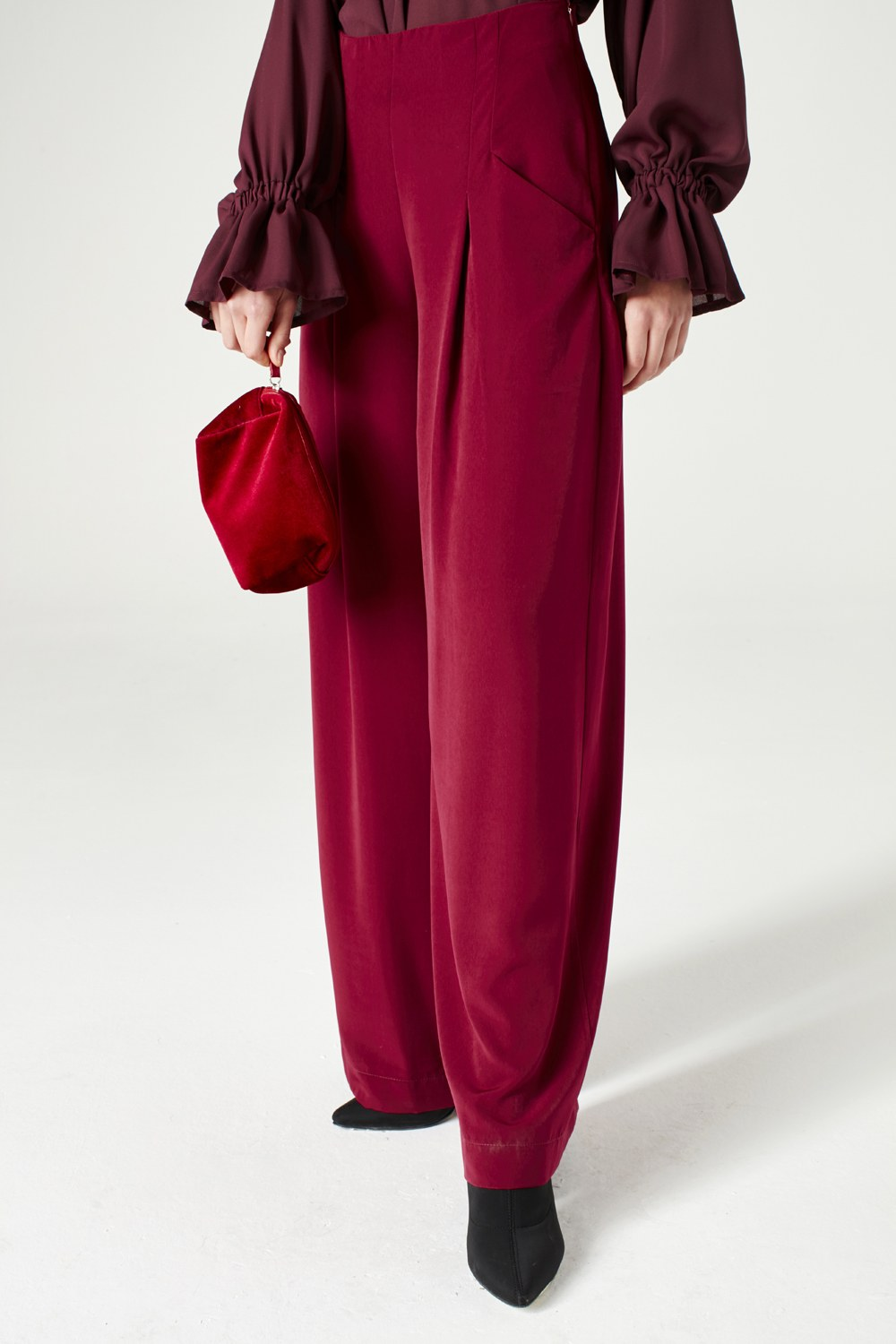 MIZALLE Pleated Trousers (Claret Red) (1)