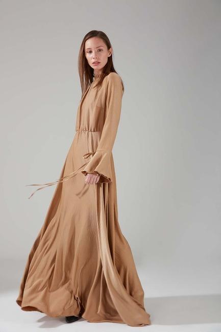Mizalle - Pileli Yaka Desenli Elbise (Bej)