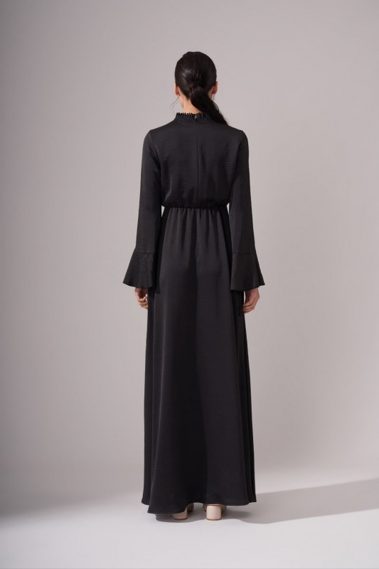 Pileli Yaka Desenli Siyah Elbise