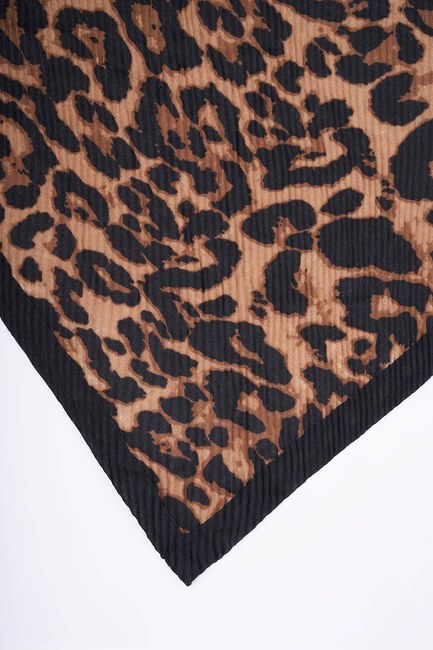 MIZALLE - Pleated Leopard Patterned Thick Shawl (Black) (1)