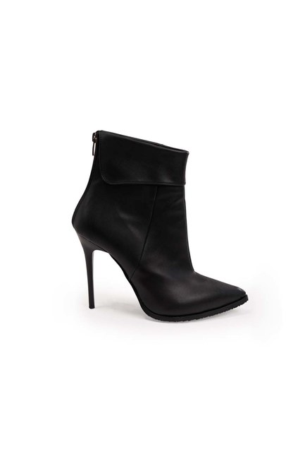 MIZALLE - Pointed Toe Boots (Black) (1)