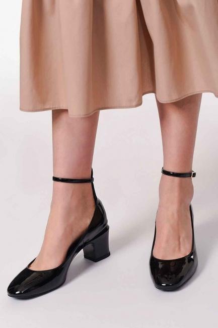 MIZALLE - الأحذية المتميزة مع مشبك (أَسْوَدُ) (1)