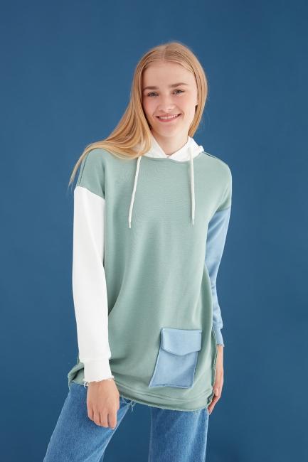 Mizalle - Renk Bloklu Yeşil Oversize Sweatshirt