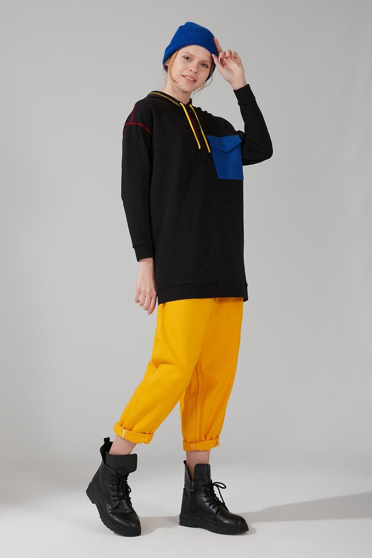 Renkli Cepli Siyah Sweatshirt