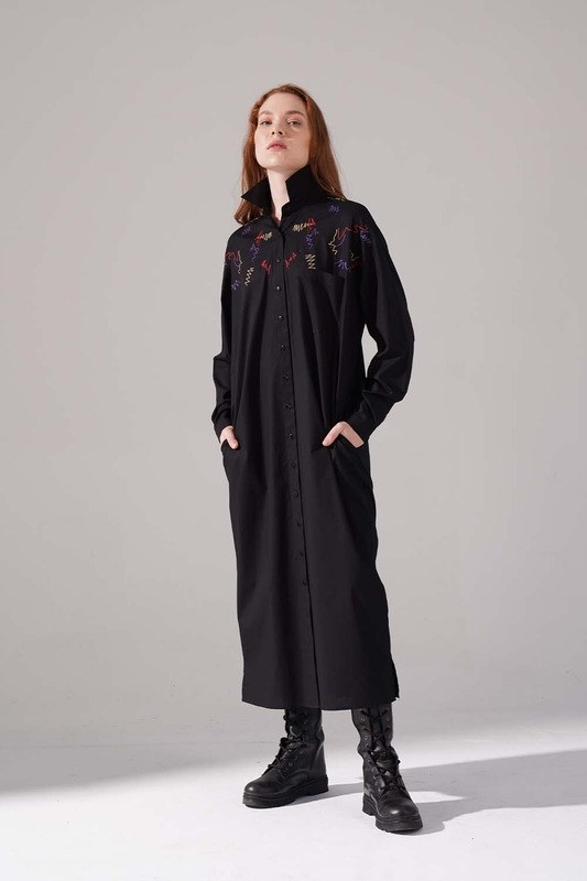 Renkli İşleme Detaylı Elbise (Siyah)