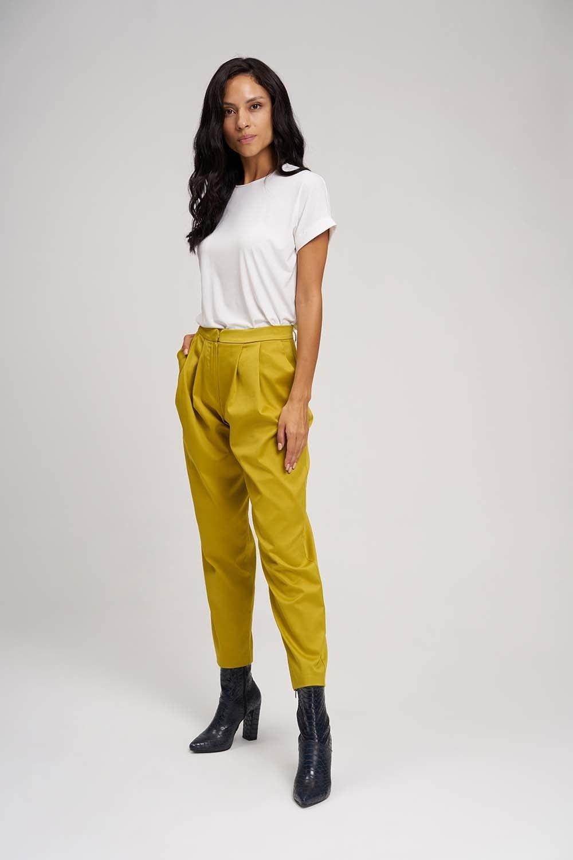 MIZALLE Saten Tasarım Pileli Pantolon (Safran) (1)