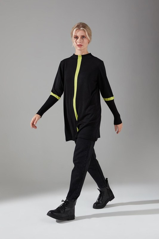 Şerit Detaylı Siyah Triko Tunik