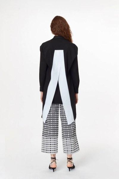 MIZALLE - Sırtı Garnili Tunik Gömlek (Siyah) (1)