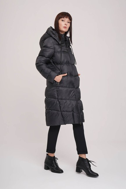 MIZALLE - Glossy Down Jacket (Black) (1)